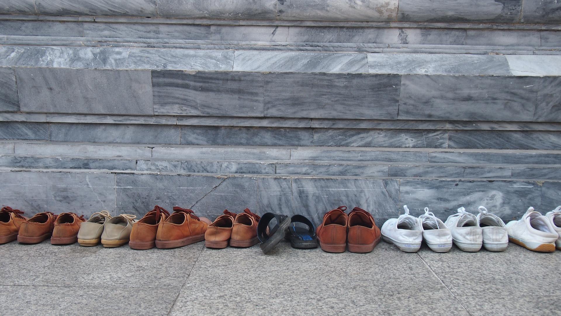 No entrar a los templos de Tailandia con zapatos