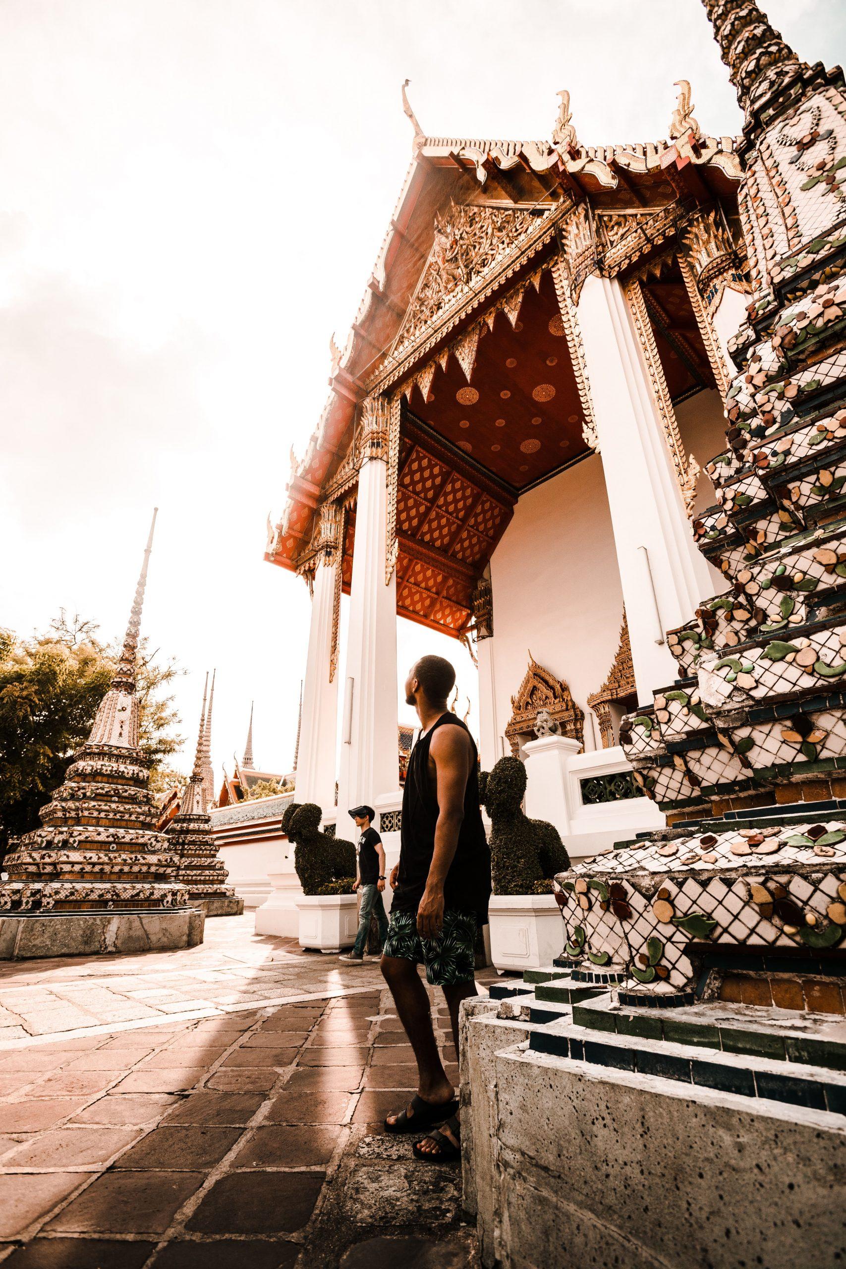 No te comportes inadecuadamente en los templos de Tailandia.