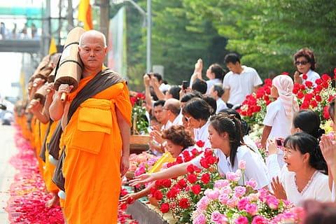 No toques a los monjes de Tailandia